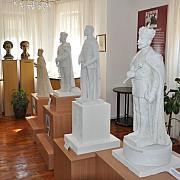 statui pentru regele ferdinand intregitorul la valenii de munte si chisinau