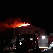 incendiu violent la abatorul de la strejnic judetul prahova foto video
