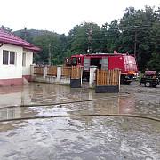 scoala din satul poiana copaceni distrusa de inundatii foto