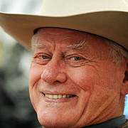 larry hagman interpretul lui jr din dallas a murit