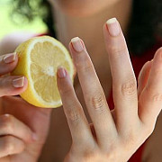 sucul de lamaie impiedica exfolierea unghiilor