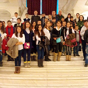 elevii din jugureni vadu sapat si colceag in vizita la palatul parlamentului