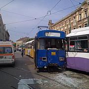 trei tramvaie s-au ciocnit in bucuresti
