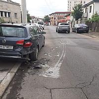 foto ploiesti a lovit o masina parcata si a fugit de la locul accidentului haideti sa gasim vinovatul