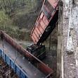 accident grav de tren un marfar cu 18 vagoane a deraiat pe un viaduct in hunedoara