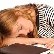 prea putin somn in adolescenta poate afecta dezvoltarea creierului