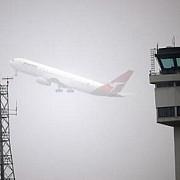 sibiu 400 de persoane blocate de ceata in aeroport