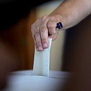 mae la inceperea votului in romania cetatenii romani votau deja in 45 de sectii din strainatate
