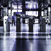 autoritatile franceze au evacuat peste 2000 de persoane in urma unui incident de securitate pe aeroportul charles de gaulle
