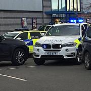 luare de ostatici intr-un oras din marea britanie politia a intervenit in forta