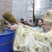 ce poate contine apa sfintita