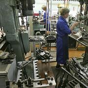 fabrica de arme de la cugir angajeaza 500 de persoane