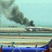 boeing 777 in flacari pe aeroportul din san francisco