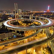 ce inseamna autostrada suspendata la chinezi foto