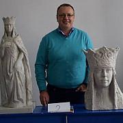 in anul centenarului statuia reginei maria va trona in comuna blejoi satul ploiestiori