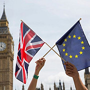 efecte devastatoare ale brexitului lira sterlina a ajuns sa fie cotata sub 1 euro