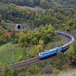 o autostrada si o cale ferata verde in carpatii romaniei