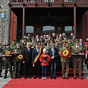 ilie nastase a participat la un ceremonial militar desfasurat la busteni