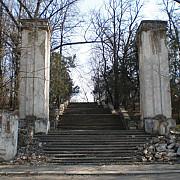 mall la chisinau peste mormintele eroilor romani