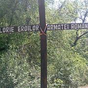 rusine romaniao cruce coscovita din lemn in memoria eroilor romani