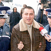 elodia revine cioaca acuzat oficial de crima