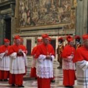 conclavul pentru alegerea noului papa va incepe pe 12 martie