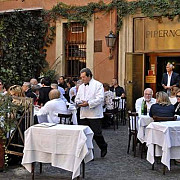 un consul roman a refuzat sa achite consumatia intr-un restaurant din roma
