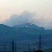 trei hectare de padure ard in masivul cozia