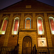 biserici din anglia sunt transformate in baruri si supermarketuri