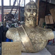 bustul lui cuza pregatit sa plece spre gura galbenei in republica moldova
