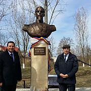 bustul lui cuza a ajuns la gura galbenei in republica moldova foto