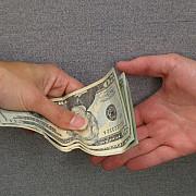 datornicii la banci si la utilitati scutiti de datorii 2 ani