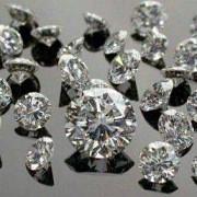 500 de diamante gasite de o rusoaica intr-un lift