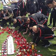 sute de suporteri continua sa-l omagieze pe ekeng la stadionul dinamo