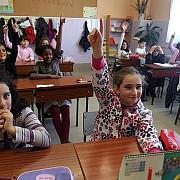 elevii romani s-au intors la scoala