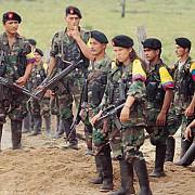 romani acuzati ca voiau sa vanda arme teroristilor din columbia