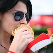 mancarea fast-food creste riscul de depresie