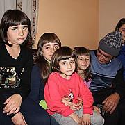 cinci fete orfane de mama din valcanesti au nevoie de noi pentru a visa a spera a crede