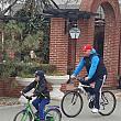 primarul interimar cristian ganea pe bicicleta in centrul orasului