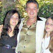 becali le interzice fiicelor sale sa aiba iubiti