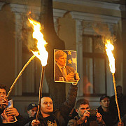 tinerii moldovei il propun pe dacian ciolos premier al guvernului de la chisinau