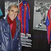 gica hagi in muzeul fc barcelona