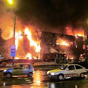 incendiu puternic la un complex comercial din brasov