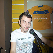 liviu barbulescu a adus karaoke in the yell wolf pub  foto