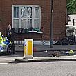 o persoana si-a pierdut viata si alte trei au fost ranite dupa ce o masina a intrat intr-o casa din centrul londrei