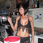 cea mai sexy barmanita