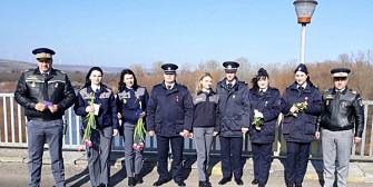 fara granita la prut gestul politistilor de frontiera din romania si republica moldova