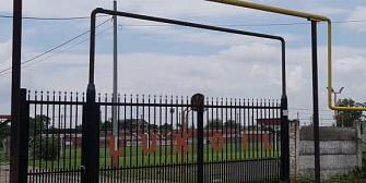 sat fara caini la csm ploiesti  baza sportiva de la lukoil-teleajen folosita abuziv pentru meciurile de fotbal ale unirea teleajen si cs berceni