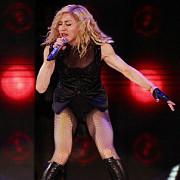 madonna huduita intr-un concert sustinut la paris video