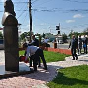 maresalul polonez witold stepien a depus flori la statuia lui burebista din magurele